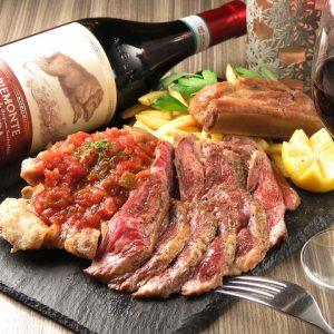 立川駅1分 本格パスタが美味しいイタリアン&スパニッシュのお店『CANTINA 立川店』でいただける、肉料理の盛り合わせにレモンとワインボトル