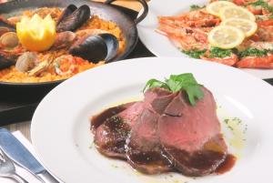立川駅1分 本格パスタが美味しいイタリアン&スパニッシュのお店『CANTINA 立川店』でいただける、ローストビーフとパエリアと海老料理