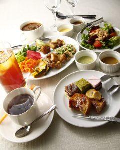 立川駅1分 本格パスタが美味しいイタリアン&スパニッシュのお店『CANTINA 立川店』でいただける、チキンやお野菜の盛り合わせ、サラダ、フレンチトーストなど
