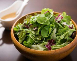 立川駅1分 本格パスタが美味しいイタリアン&スパニッシュのお店『CANTINA 立川店』でいただける、ベビーリーフ等の葉野菜が盛られたサラダ