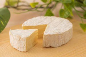 立川駅1分 本格パスタが美味しいイタリアン&スパニッシュのお店『CANTINA 立川店』でいただける、白カビチーズのひとつ「カマンベール」